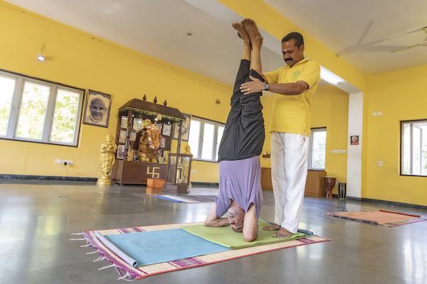 sivananda-chennai-headstand-coaching-workshop