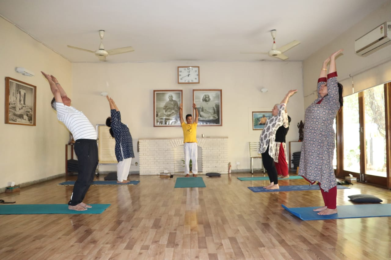 sivananda-delhi-beginners-yoga-course