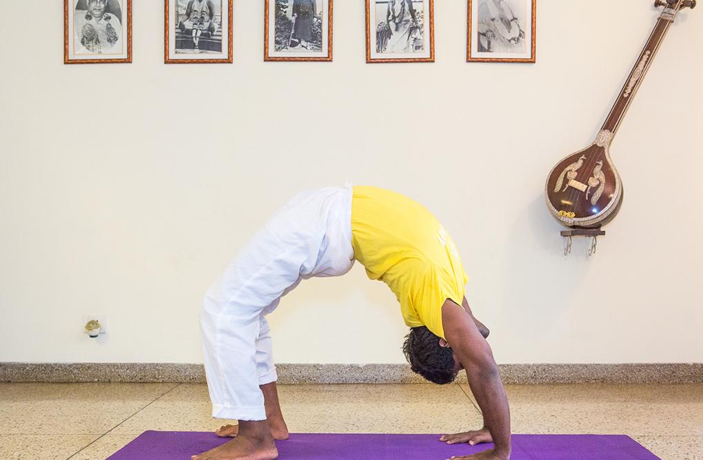 sivananda-delhi-intermediate-yoga-class