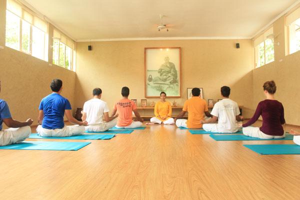 sivananda-delhi-foundation-to-meditation-course