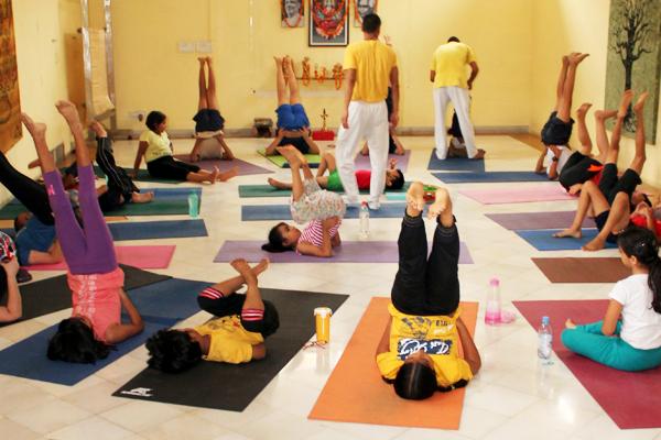 sivananda-dwarka-kids-yoga-class