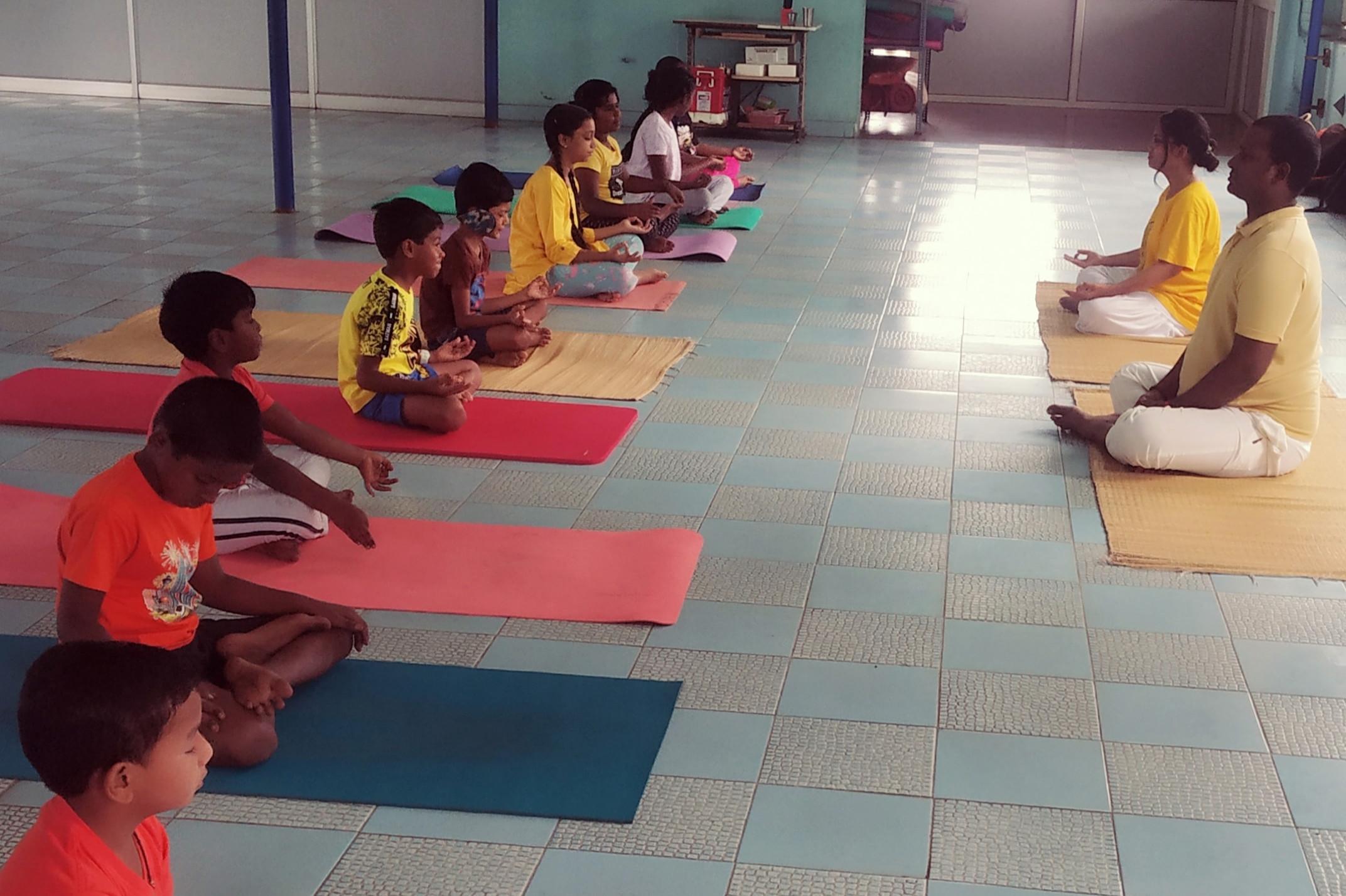sivananda-maduraicentre-kids-yoga-class