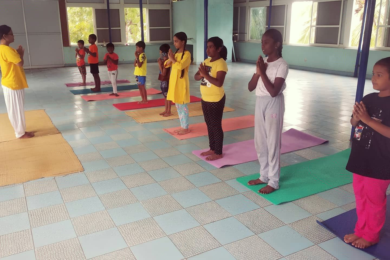 sivananda-maduraicentre-kids-beginners-course
