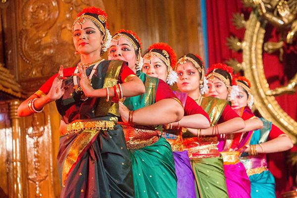sivananda-yoga-ayurveda-cultural-programme-overview-3